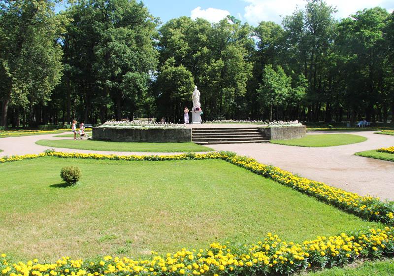 """Павловск. Удивляют конрасты ухоженного парка и его """"дикой"""" части"""