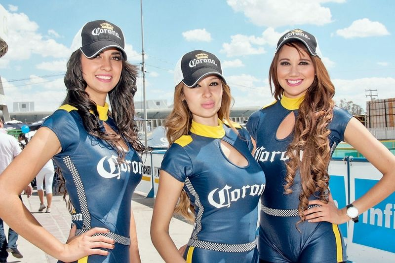 Вот такой мексиканский колорит. Яркое солнце, Corona, симпатичные девушки и ралли